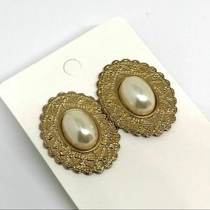 Vintage Pearl and Gold Filigree Earrings Cameo